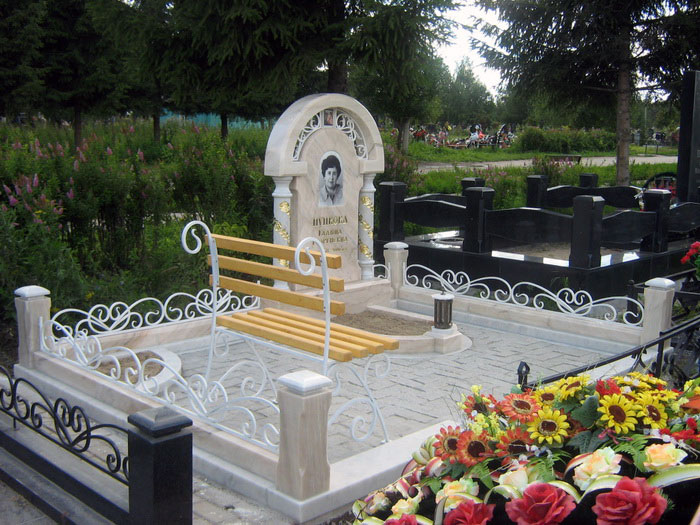 Памятники и оградки на могилу тольятти Ваза. Токовский гранит Карпинск